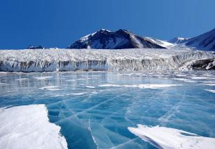 Luxury cruise in Antartic